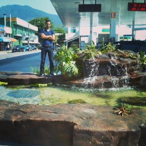lago em posto de gasolina